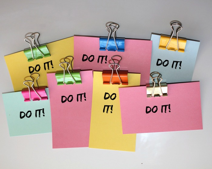 "Post it notes with the words ""do it."" one of my easy exercise tips"