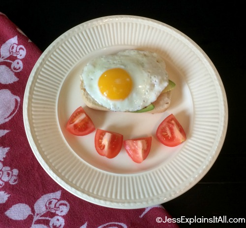 egg on toast with tomatoes