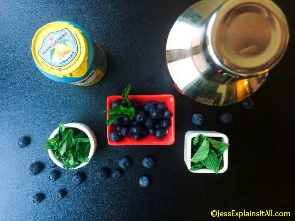 lemonade, blueberries and mint