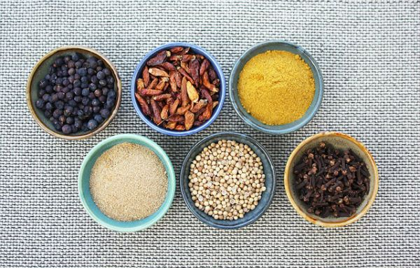 Tips to cook vegan food - use fresh spices