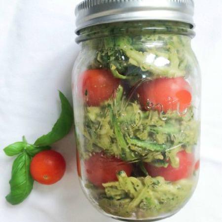 Mason jar zucchini tomato salad