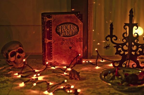 Hocus pocus Halloween scene