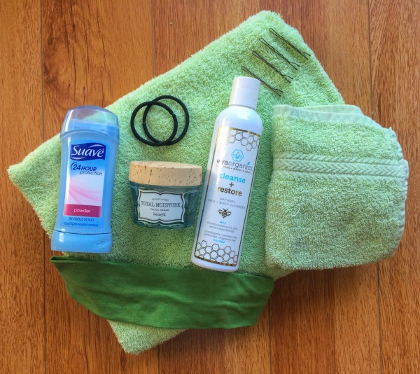 Hate packing? Well, luckily, packing for the gym no longer has to be difficult. Check out my gym bag packing guide and download my free fitness tracker! www.JessExplainsItAll.com
