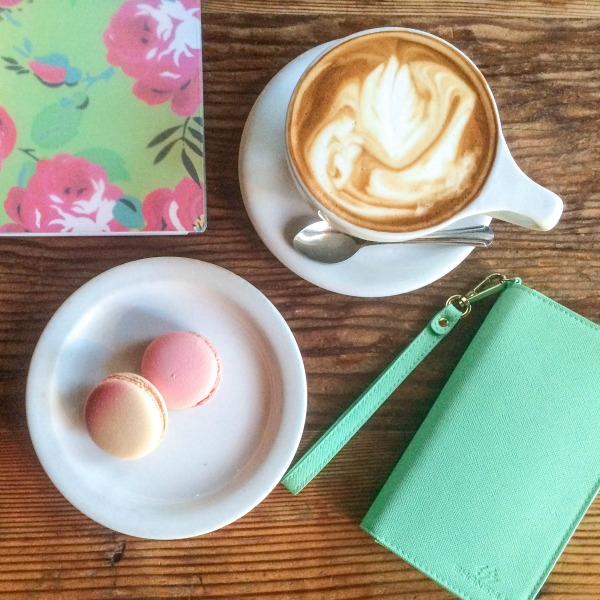 Coffee macaroons and planner