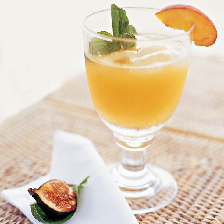 Peach Margaritas with Peach Wedges